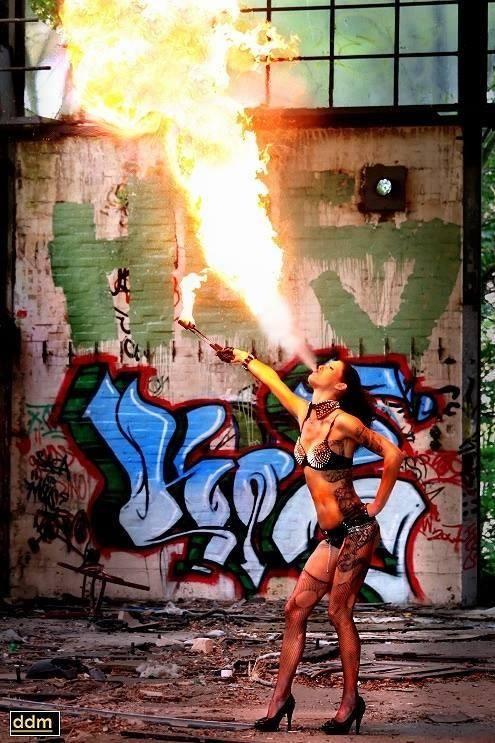 Gogo-Feuer-Erotik-sexy-Carwash-Jenny Hamburg