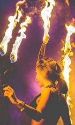 Feuerkünstlerin in Zeiselberg